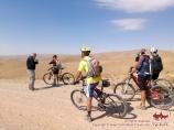 Команда велосипедистов на старте. Нуратинские горы. Узбекистан