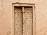 Дверь с резьбой по дереву ручной работы. Хива, Узбекистан