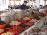 Сухофрукты и орехи на базаре Узбекистана