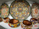 Керамические тарелки с национальным орнаментом. Узбекские сувениры