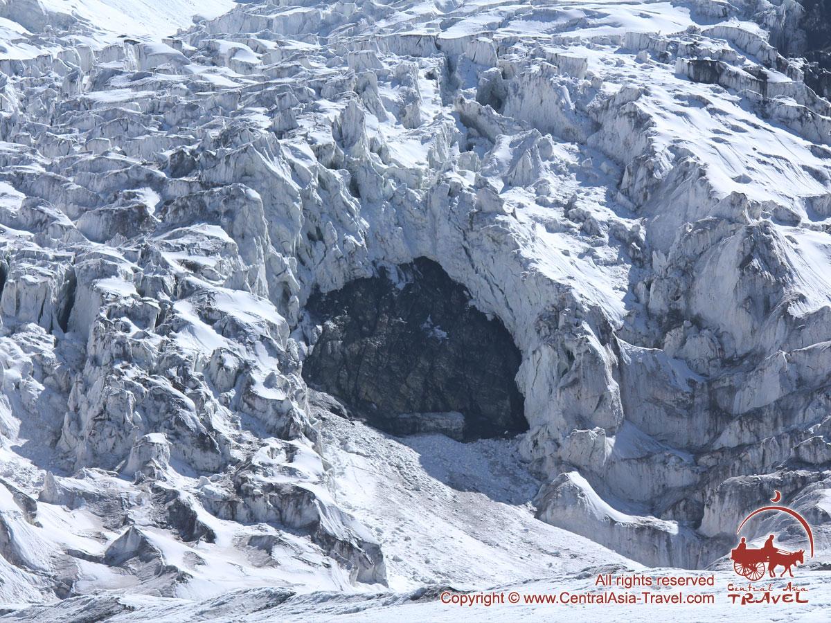 Ледопад около первого лагеря. Пик Ленина, Памир, Кыргызстан